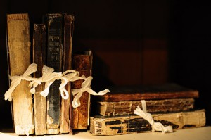 640px-Old_books